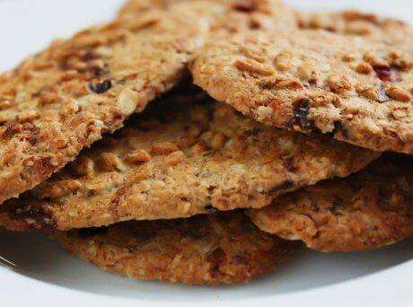 Τρία μπισκότα με δημητριακά και καρπούς