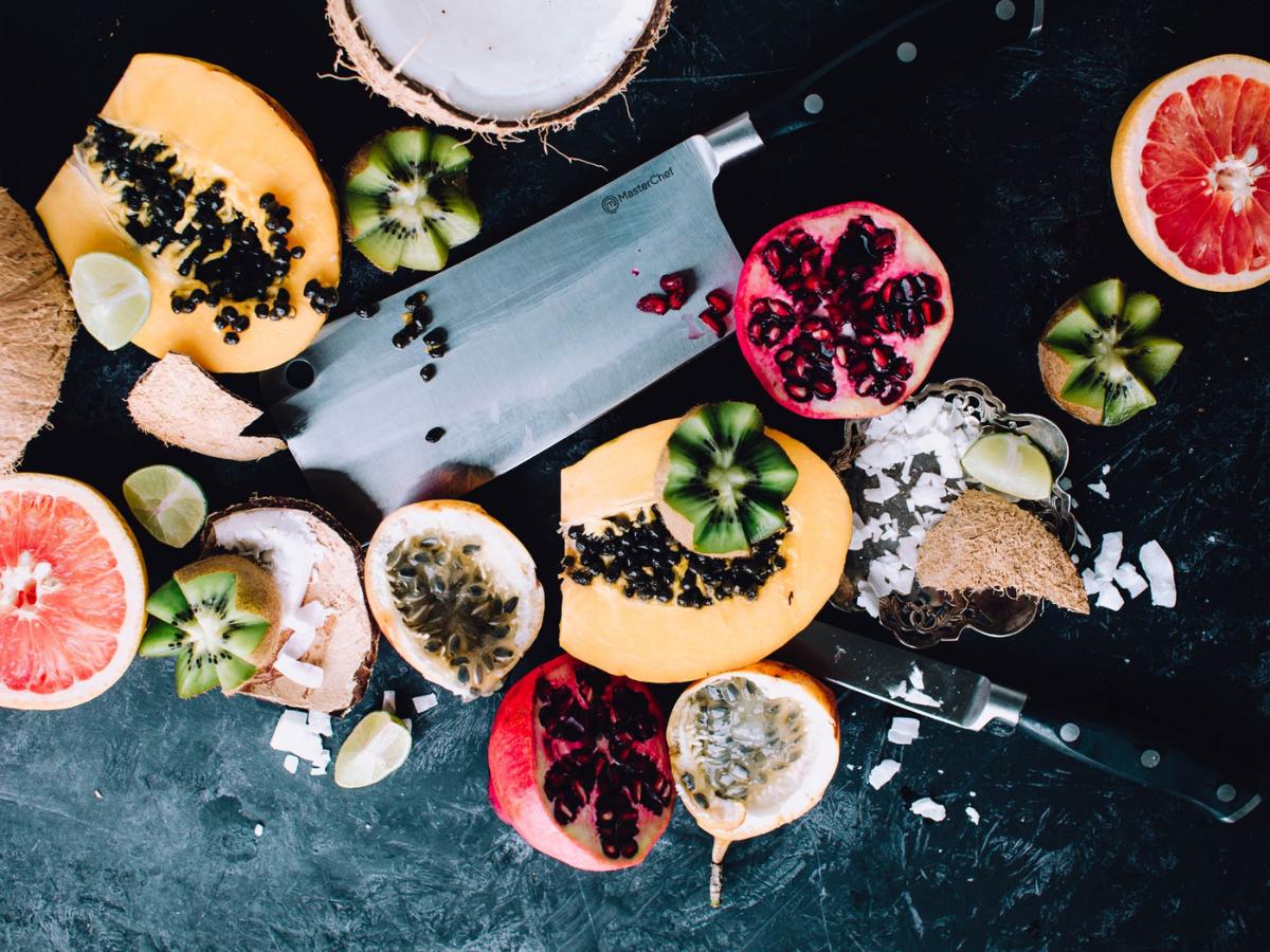 Ποικιλία φρούτων πάνω σε ένα τραπέζι