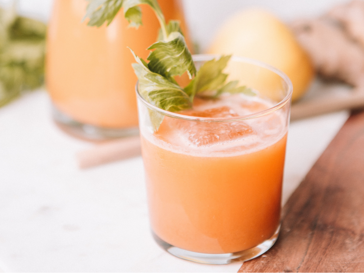 Ποτήρι με πορτοκαλί smoothie