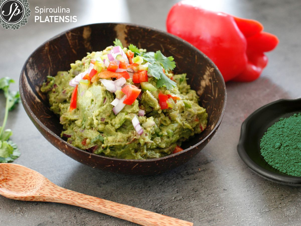 guacamole σερβιρισμένο σε coconut bowl
