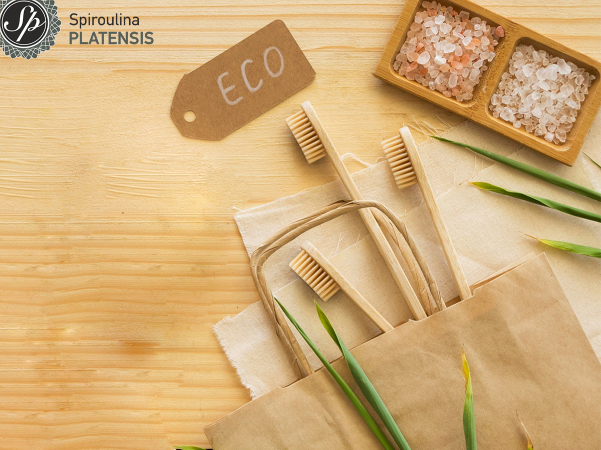 Bamboo οδοντόβουρτσες μέσα σε μία χάρτινη οικολογική τσάντα