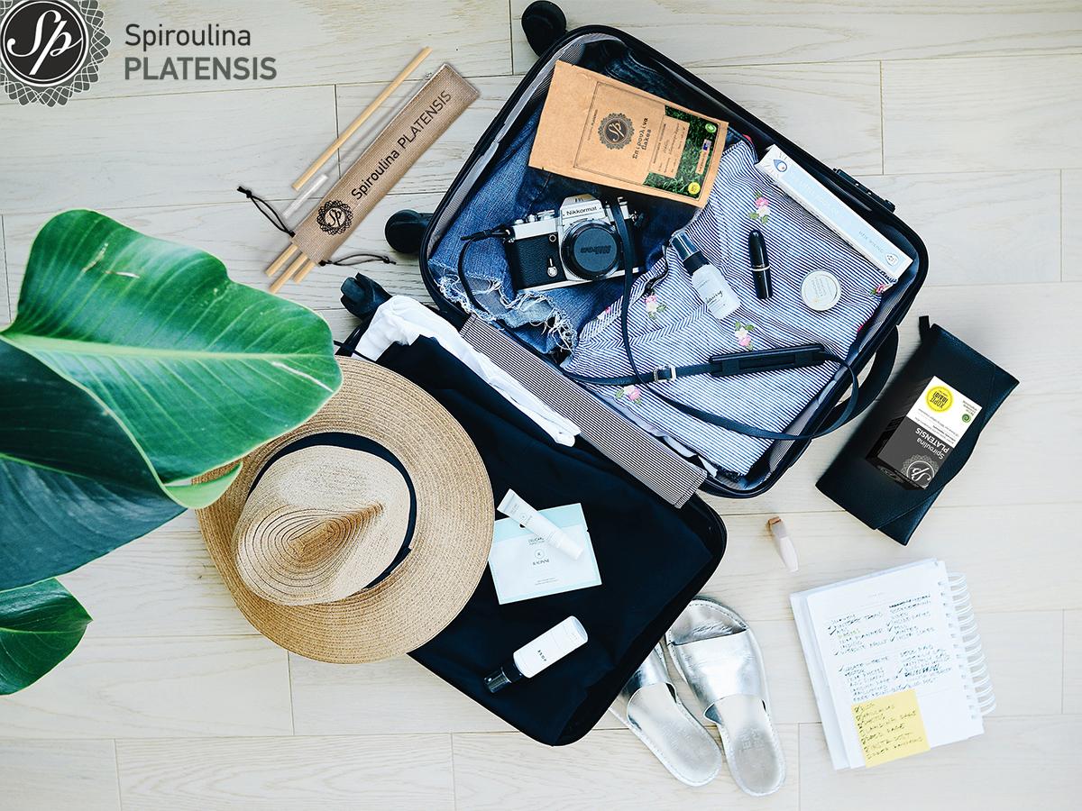 Βαλίτσα με απαραίτητα για τις διακοπές: spiroulina platensis, σπιρουλίνα flakes, bamboo καλαμάκια