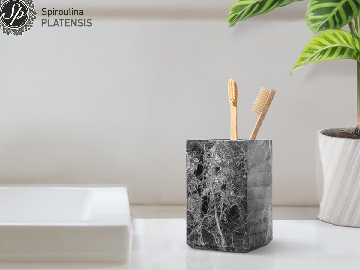 Bamboo οδοντόβουρτσα σε μαύρη μαρμάρινη θήκη